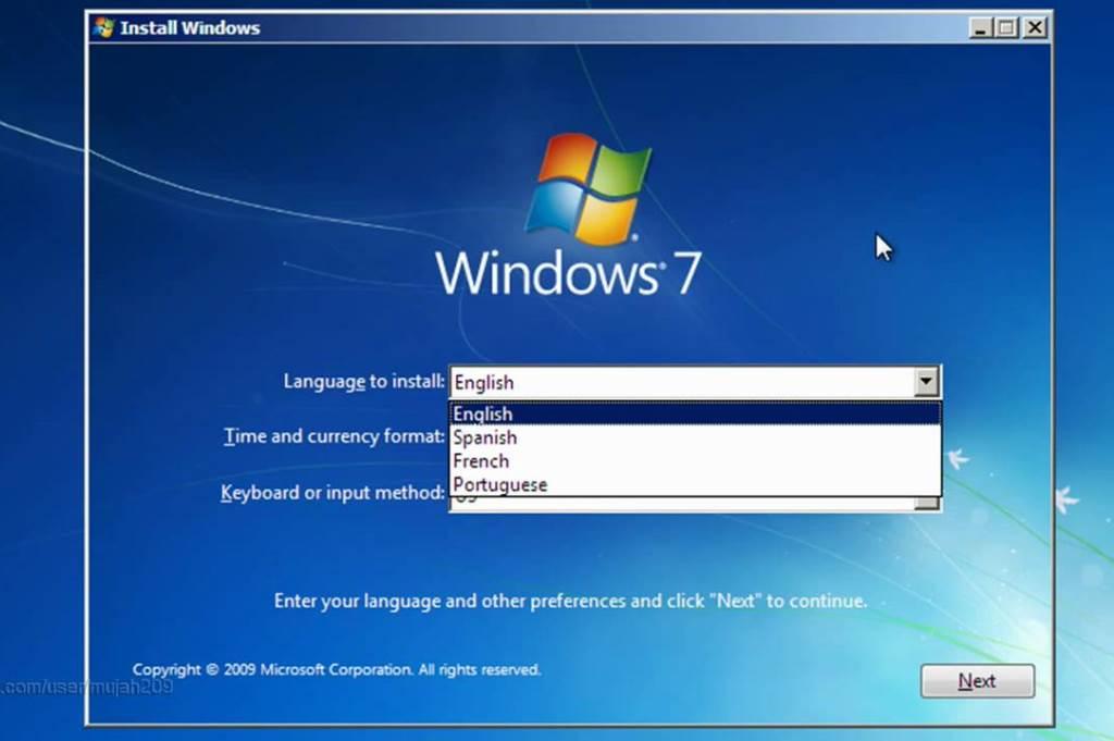 Компьютерная программа это набор очень конкретных инструкций, которые выполняет компьютер. Она также может содержать внутри небольшие объёмы данных